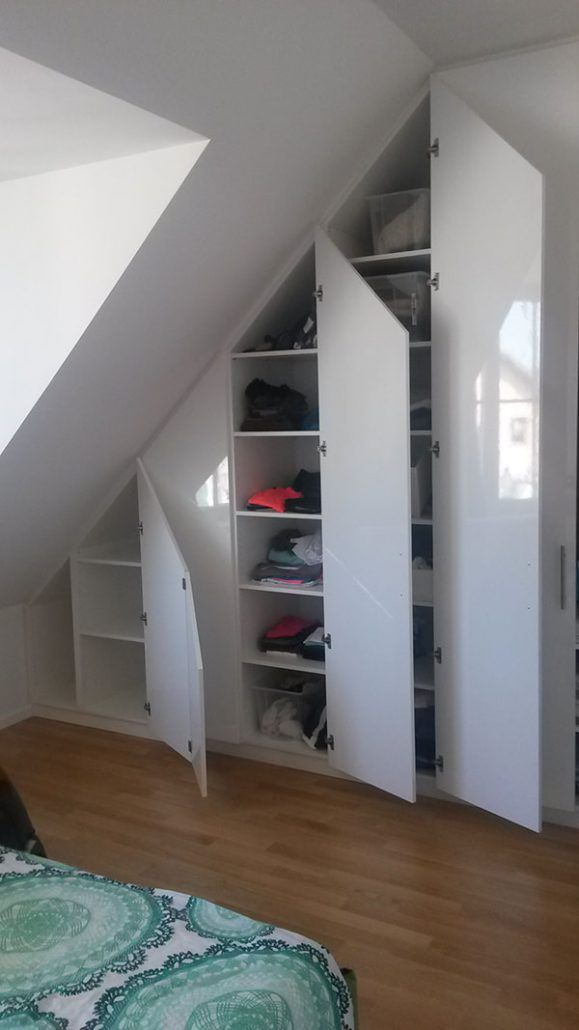 Sie Suchen Fur Ihren Wohnbereich Mit Dachschragen Einen Praktischen Und Gut Aussehenden Schra Kleiderschrank Fur Dachschrage Dachschrage Einrichten Wohnbereich