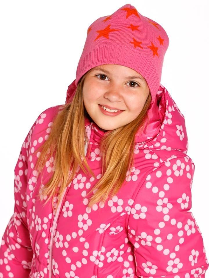 City Jonathan tyttöjen takki 49,00€  -vettähylkivä ja hengittävä päällikangas -selässä lämmin karvavuori -hieman pidempi malli, jossa pussimainen helma -paikkataskut edessä -irrotettava huppu -tuulilista vetoketjun takana Tuotenro: W1639