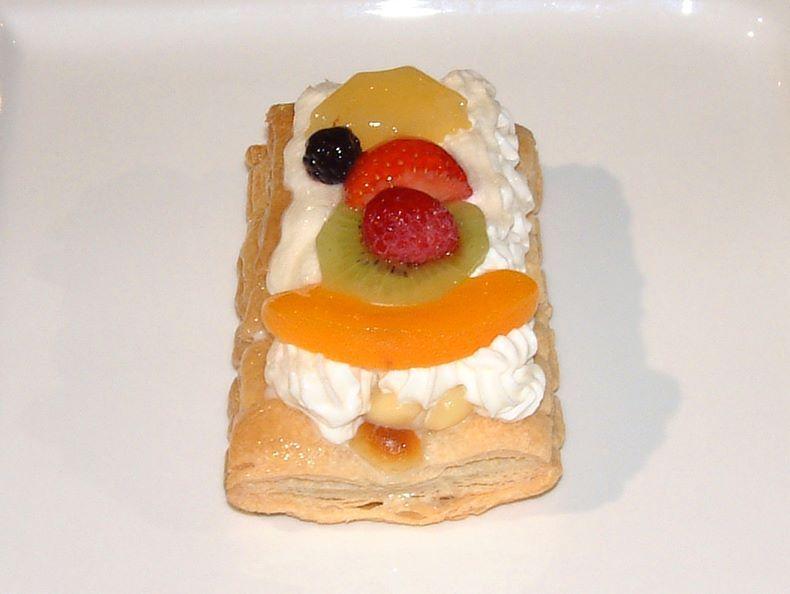 ¡'Y nuestros postres harán las delicias de todos los comensales! #AmadisCatering #Talavera #TalaveradelaReina #Bodas #Eventos #Catering #Comida #Celebraciones #CateringEventos #CateringBodas #Food #Postre #Dessert #Fruta #Fruit #Hojaldre #PuffPastry #Nata #Cream #Weddings
