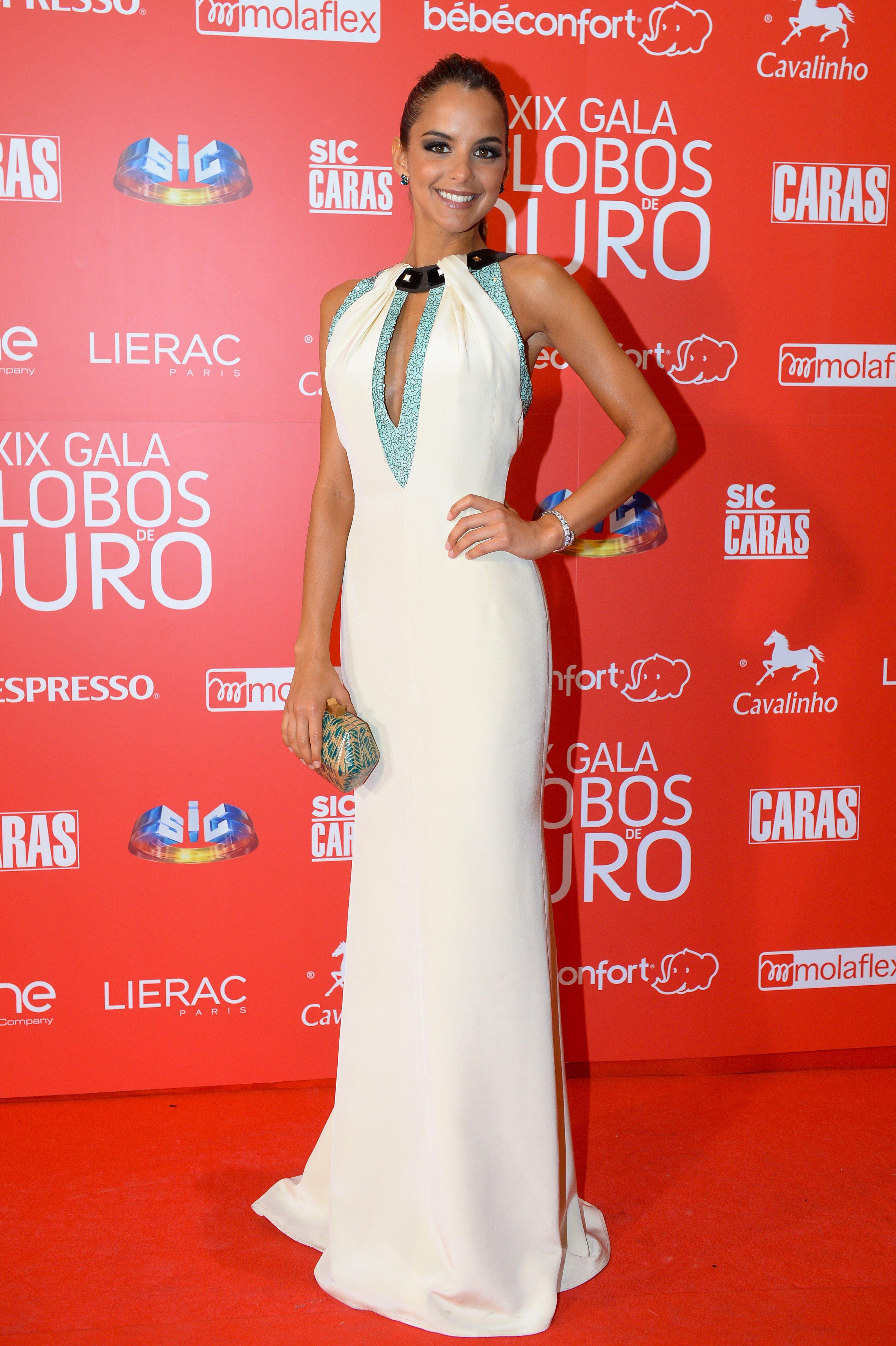 031b70339 Sara Matos #redcarpet #globosdeouro Globo De Ouro, Vestido Branco, Amor  Maior,