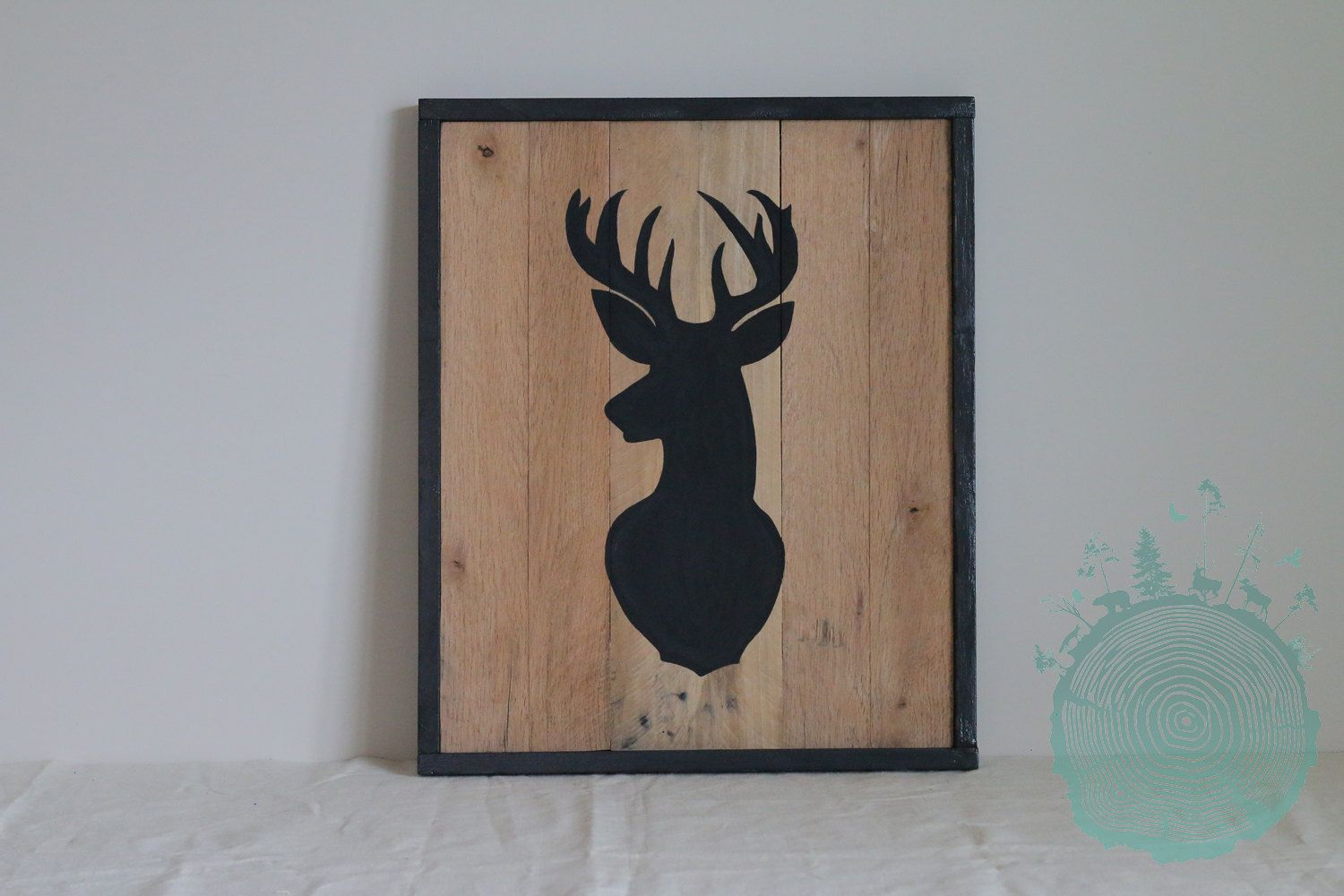 Illustration frame with deer head in chalk paint for Peinture deco bois
