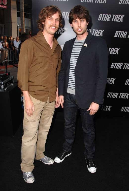 Scarlett Johansson Ashton Kutcher And More Stars Who Have Twins