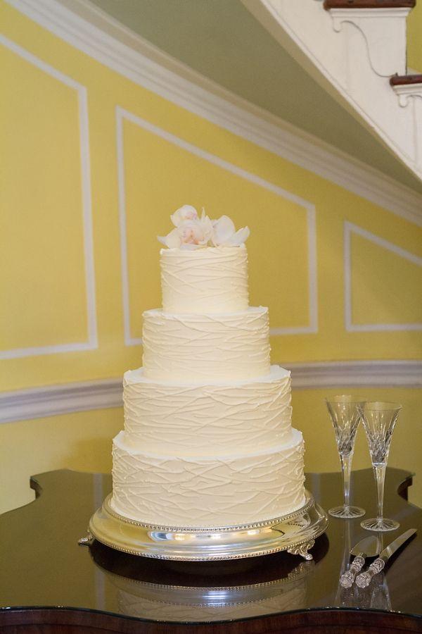 Elegant Round Wedding Cake | Round wedding cakes, Wedding cake and ...