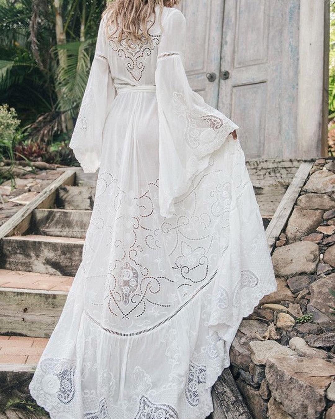 vit bohemisk klänning