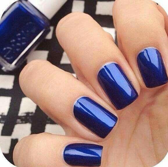Esmalte azul metálico. | Unhas decoradas. | Pinterest | Esmalte