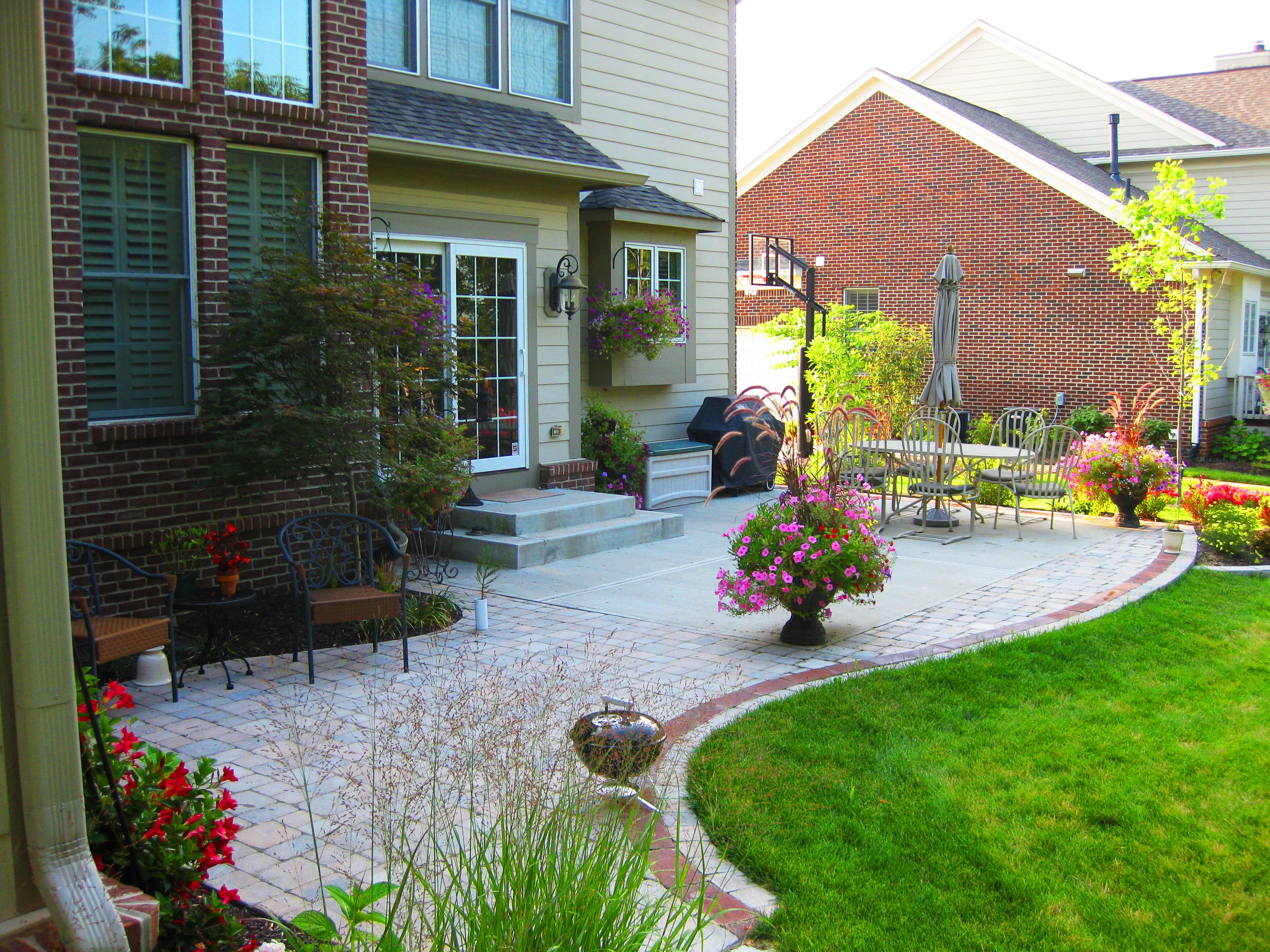 patio makeover pavers backyard