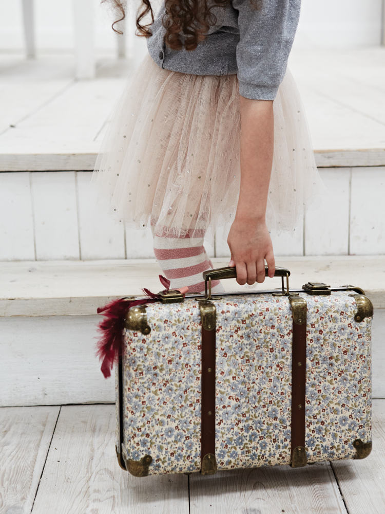 Floral Vintage Suitcase | Coxandcox.co.uk | Clothes | Pinterest ...