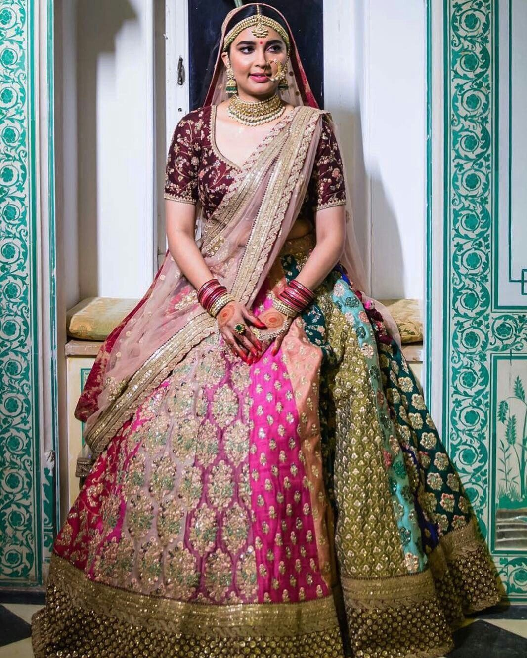 Pin de Mohini Gahlot en beautiful lehnga | Pinterest