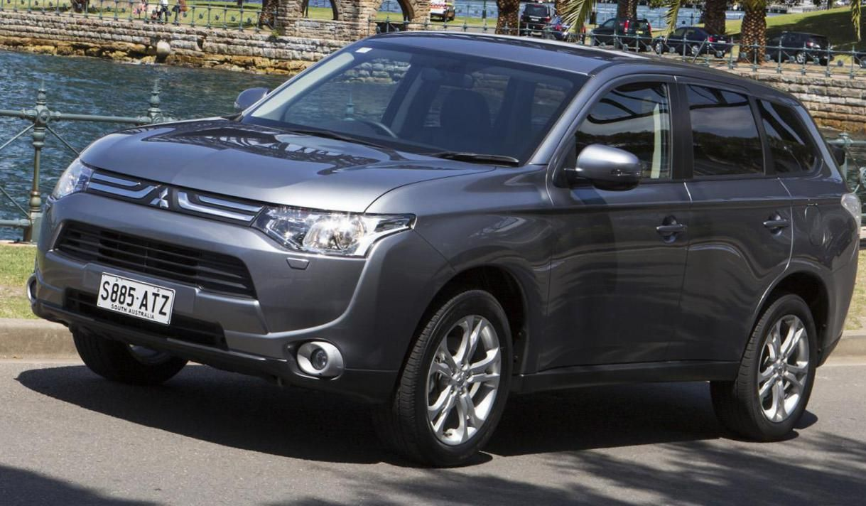 Mitsubishi Outlander Photos and Specs. Photo Outlander