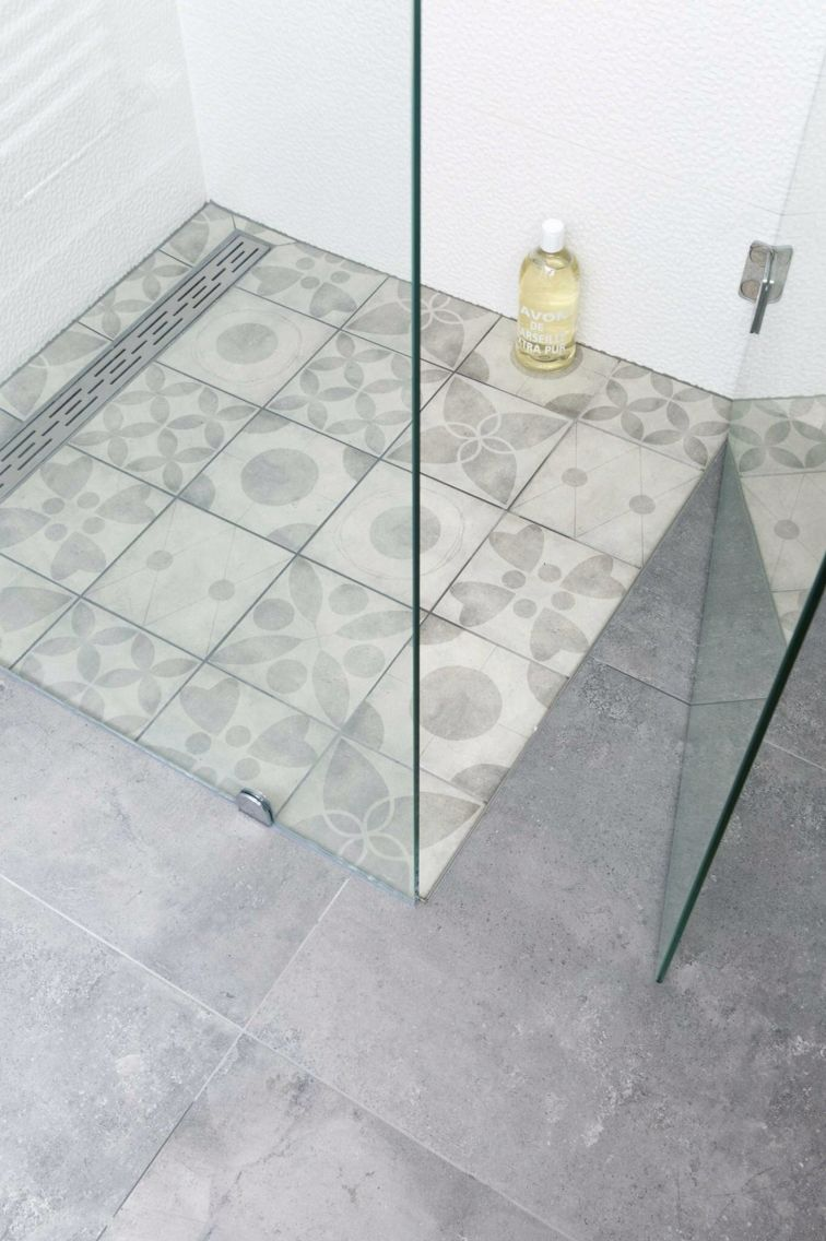 vt wonen badkamer portugese tegeltjes in de douche badkamer