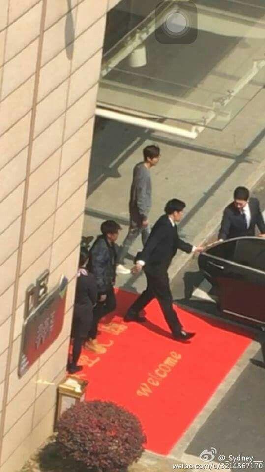 A su llegada al aeropuerto de Shanghai