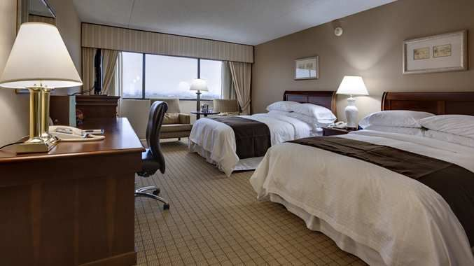 Doubletree By Hilton Hotel Newark Airport Nj Double Bedded Room