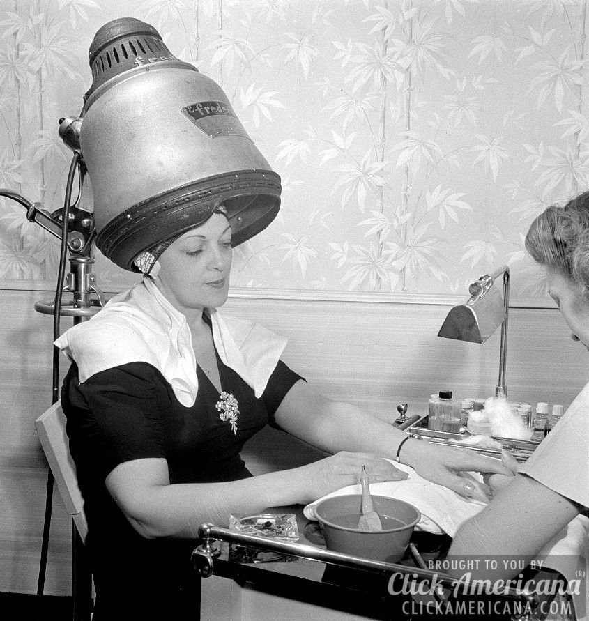 A visit to the beauty salon in 1942 (With images