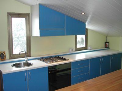 Cucina su misura realizzata per una mansarda | Arredamento per la ...