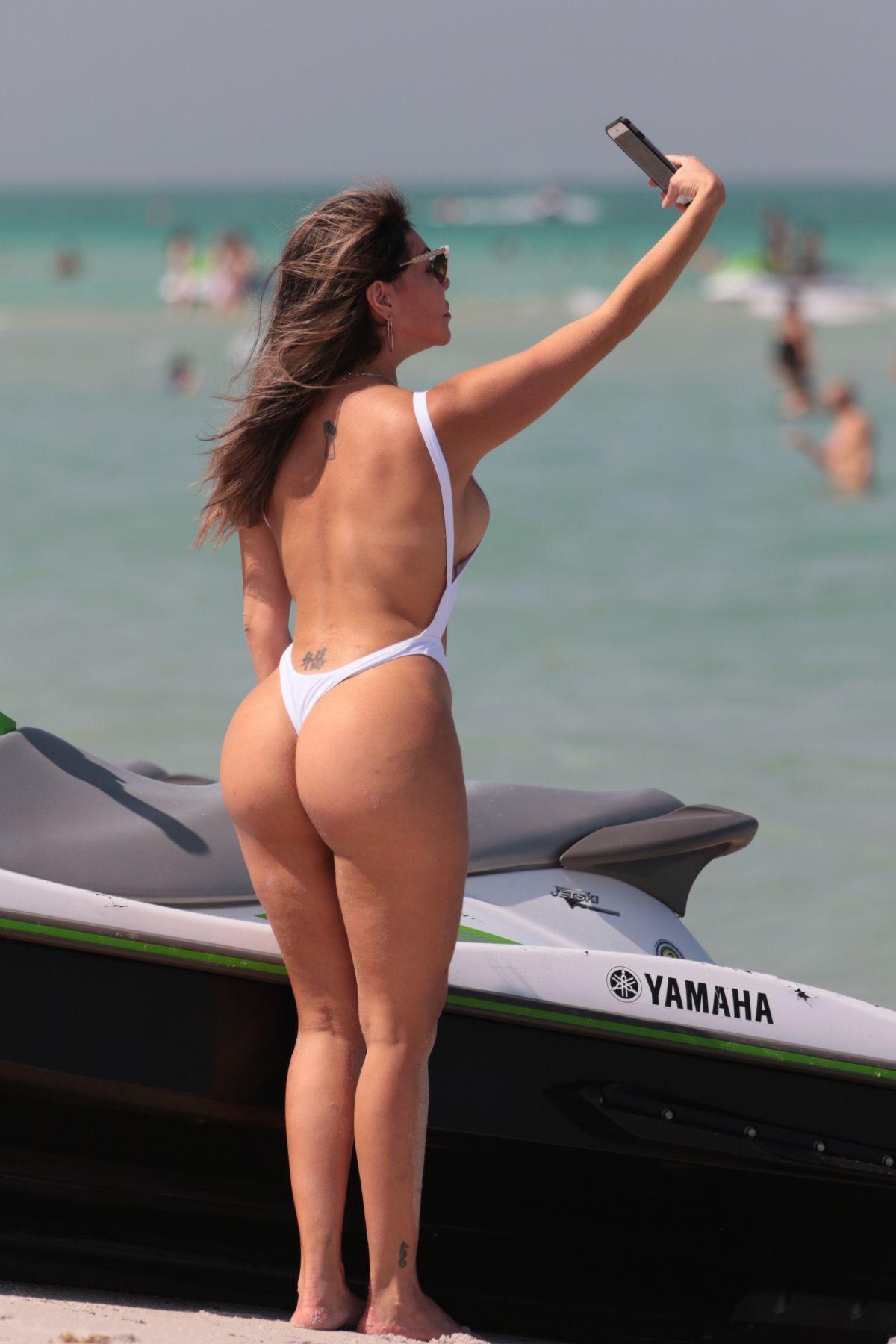 bikini amber prange