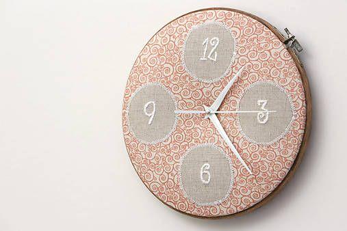 Framegroup / Zuzka, ručne vyšívané nástenné hodiny