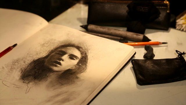 Artist Casey Baugh using the Charcoal Sachet in his studio. #drawing #sketch #art #demo