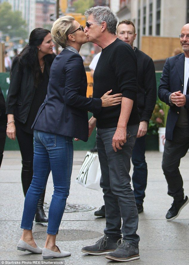 David Foster Gets A Smooch From Gigi And Bella Hadid In Instagram Snap Yolanda Foster Style Hadid Style Hadid
