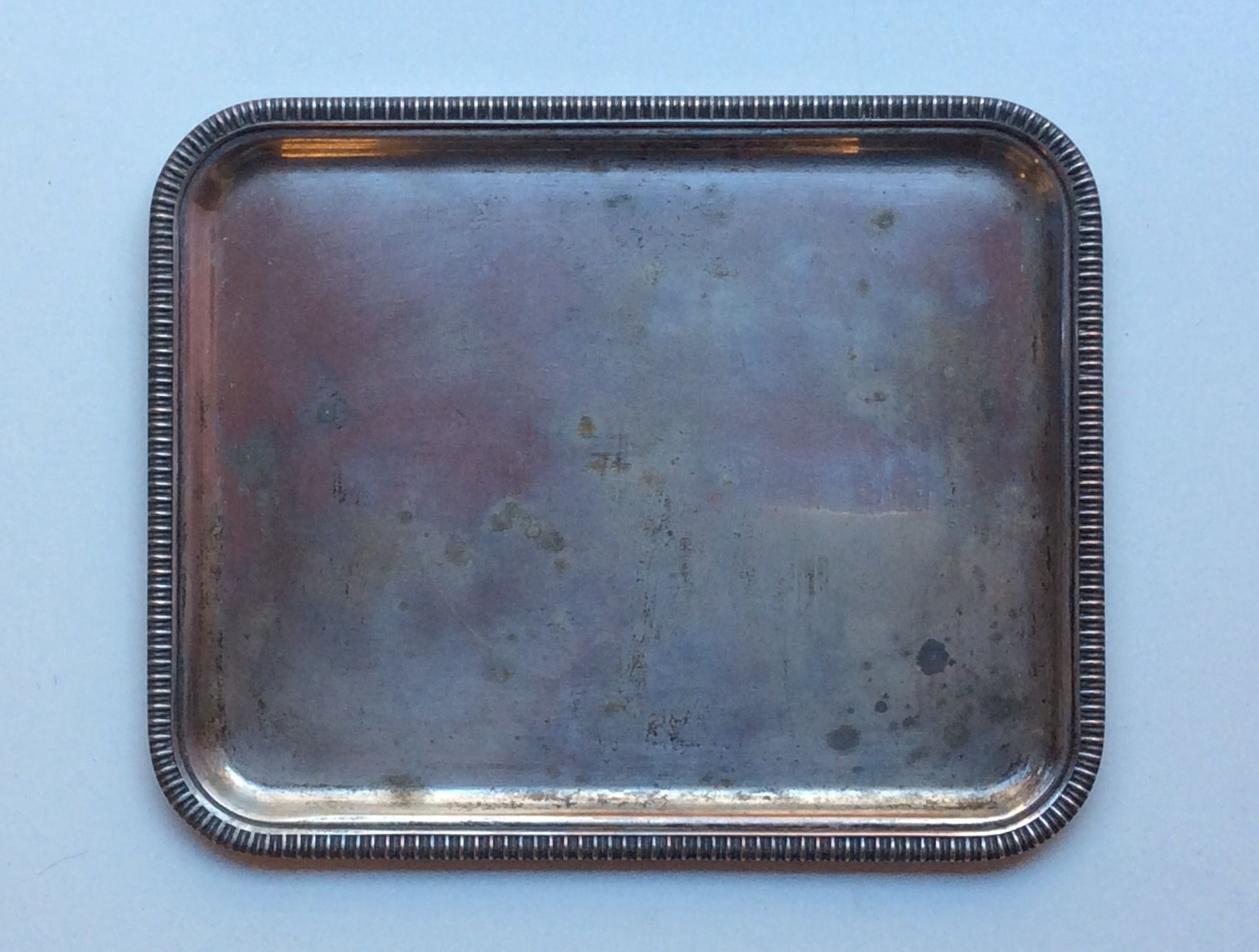 pieni metallitarjotin . 17.5 x 21.5cm