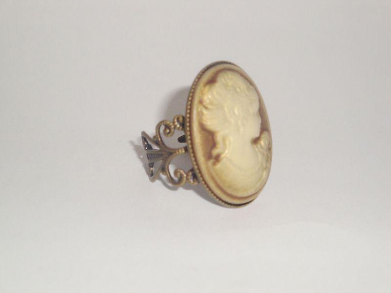 "Bague filigranée bronze ""camée"" de Les petits bijoux de Léna - La boutique sur DaWanda.com"