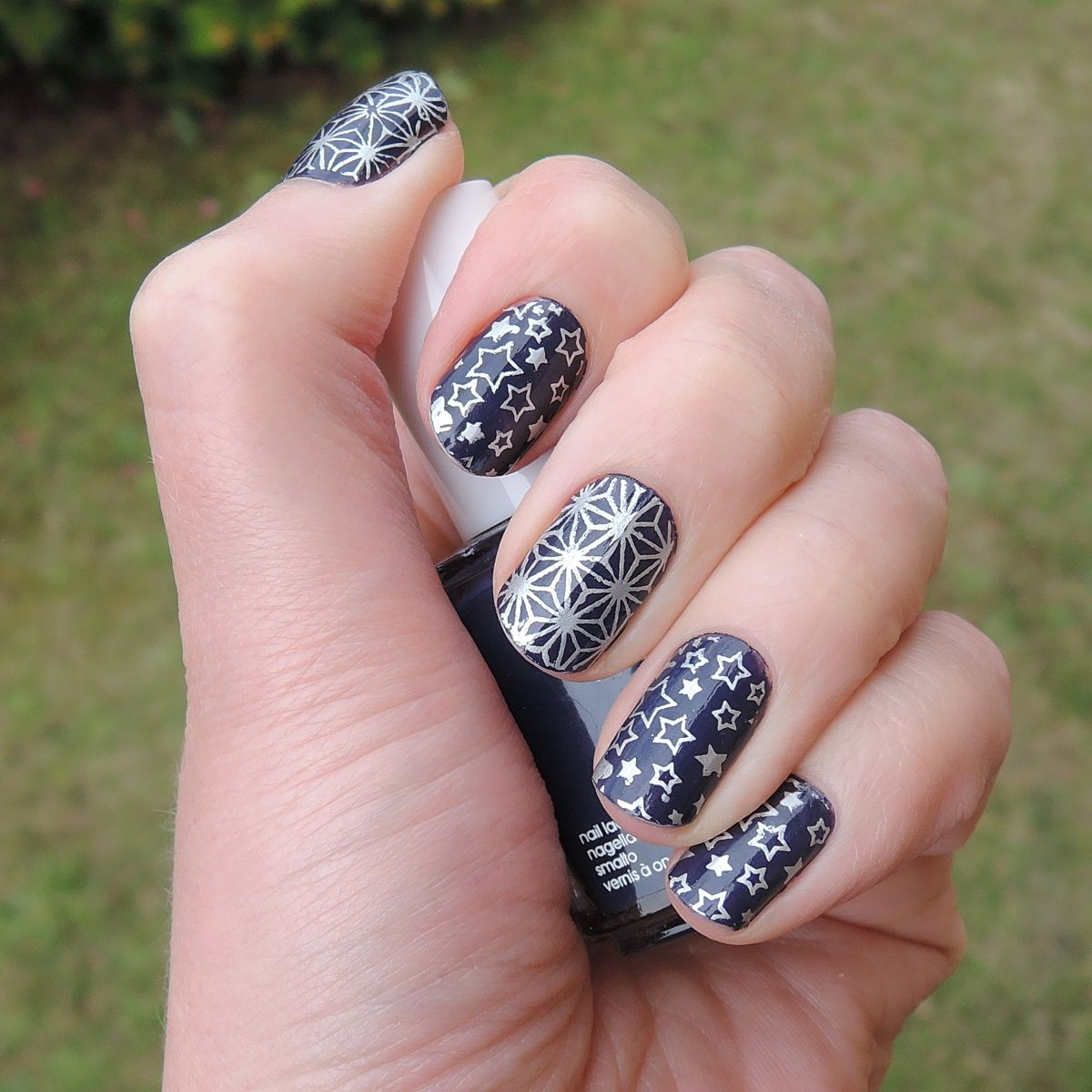 Christmas nails without a Christmas stamping plate: Essie \'No more ...