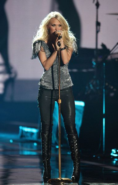 Pin By Anna Schoof On Dream Job Carrie Underwood Concert Outfit Carrie Underwood Concert Carrie Underwood Photos