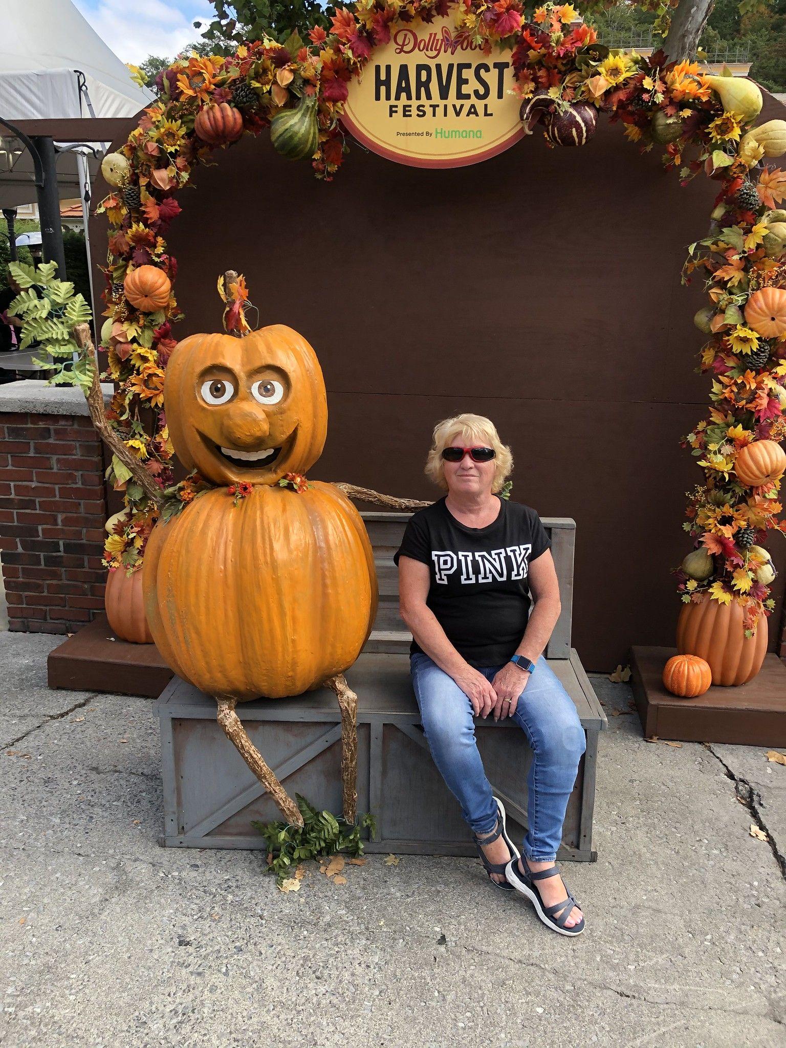 Harvest Festival Dollywood Harvest, Pumpkin carving