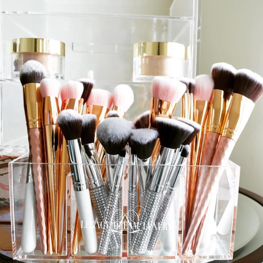 The Master Blending Makeup Brush set is already available