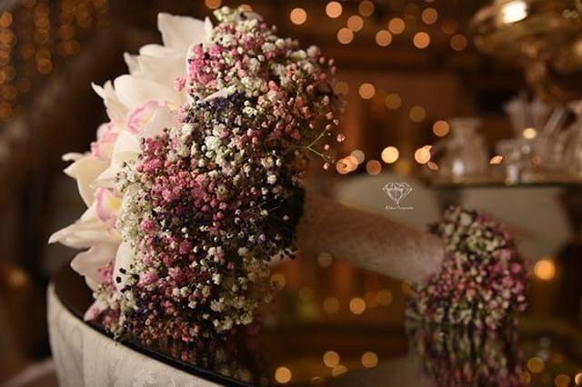 Pin By Muna On Hijabi In 2020 Blue Wedding Bouquet Bride Flowers Arabian Wedding