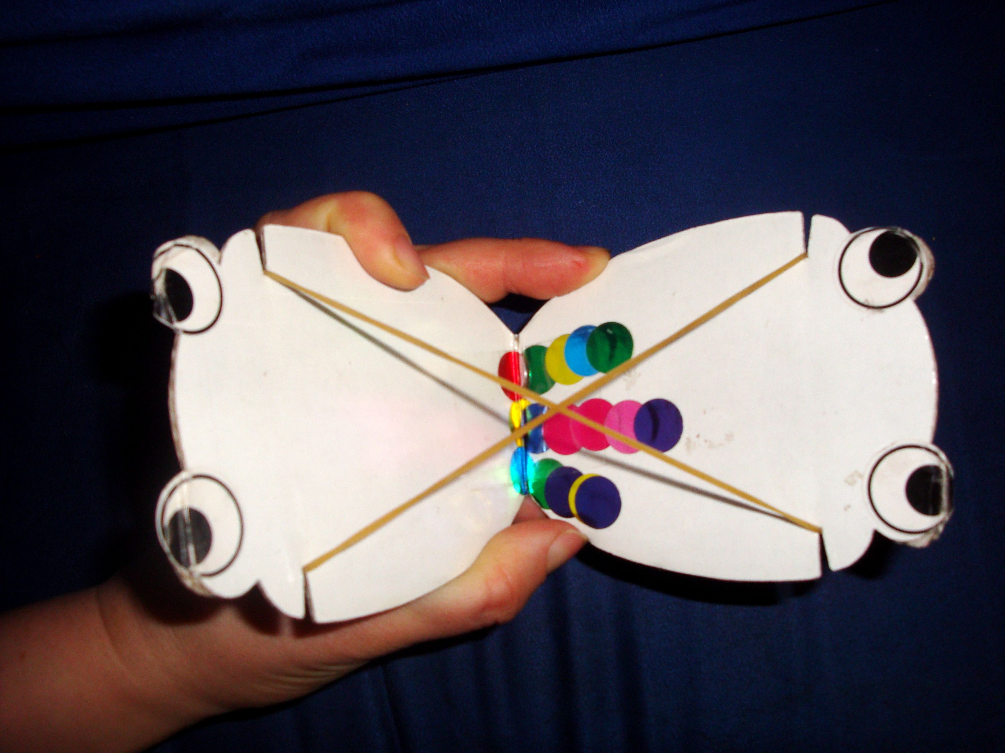 Photo and video master-class on weaving turtle from rubber bands