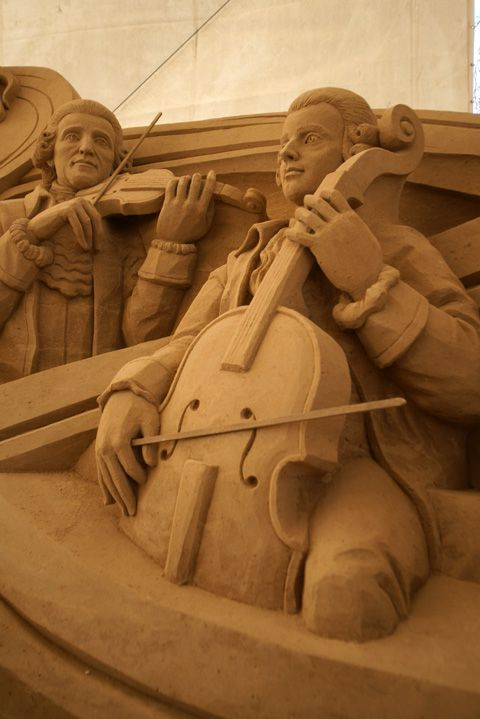 Sand art and music. :)Violin and Cello Players