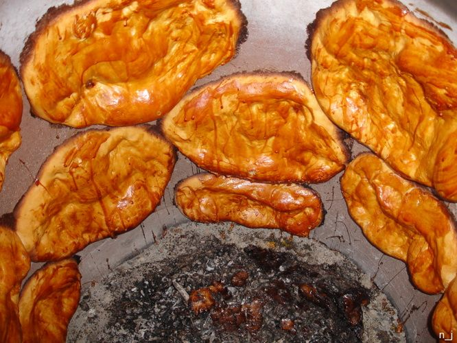 Nazuki (ნაზუქი მარანი) - Georgian sweet bread made with lemons and a few raisins, cooked in a tandoor-like oven.
