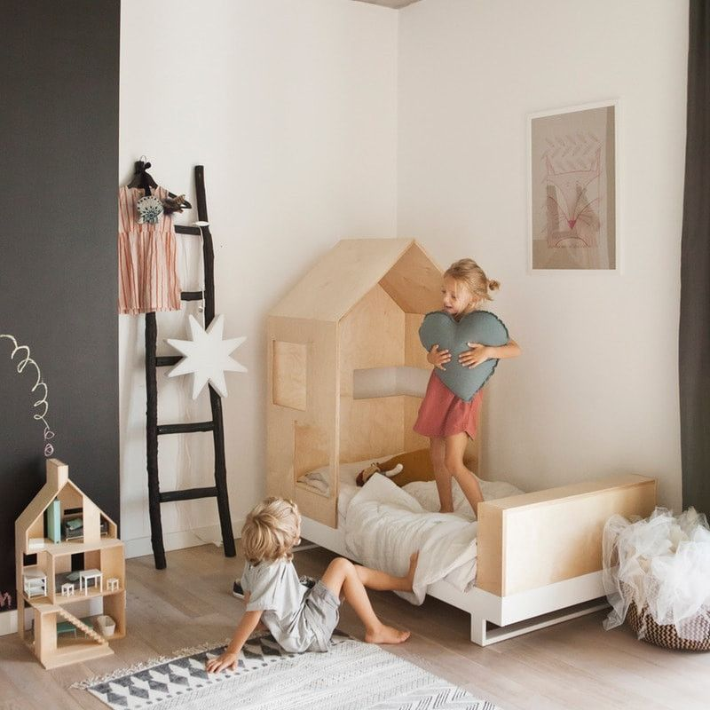 kutikai kinderbett aus holz mit hausdach modell. Black Bedroom Furniture Sets. Home Design Ideas