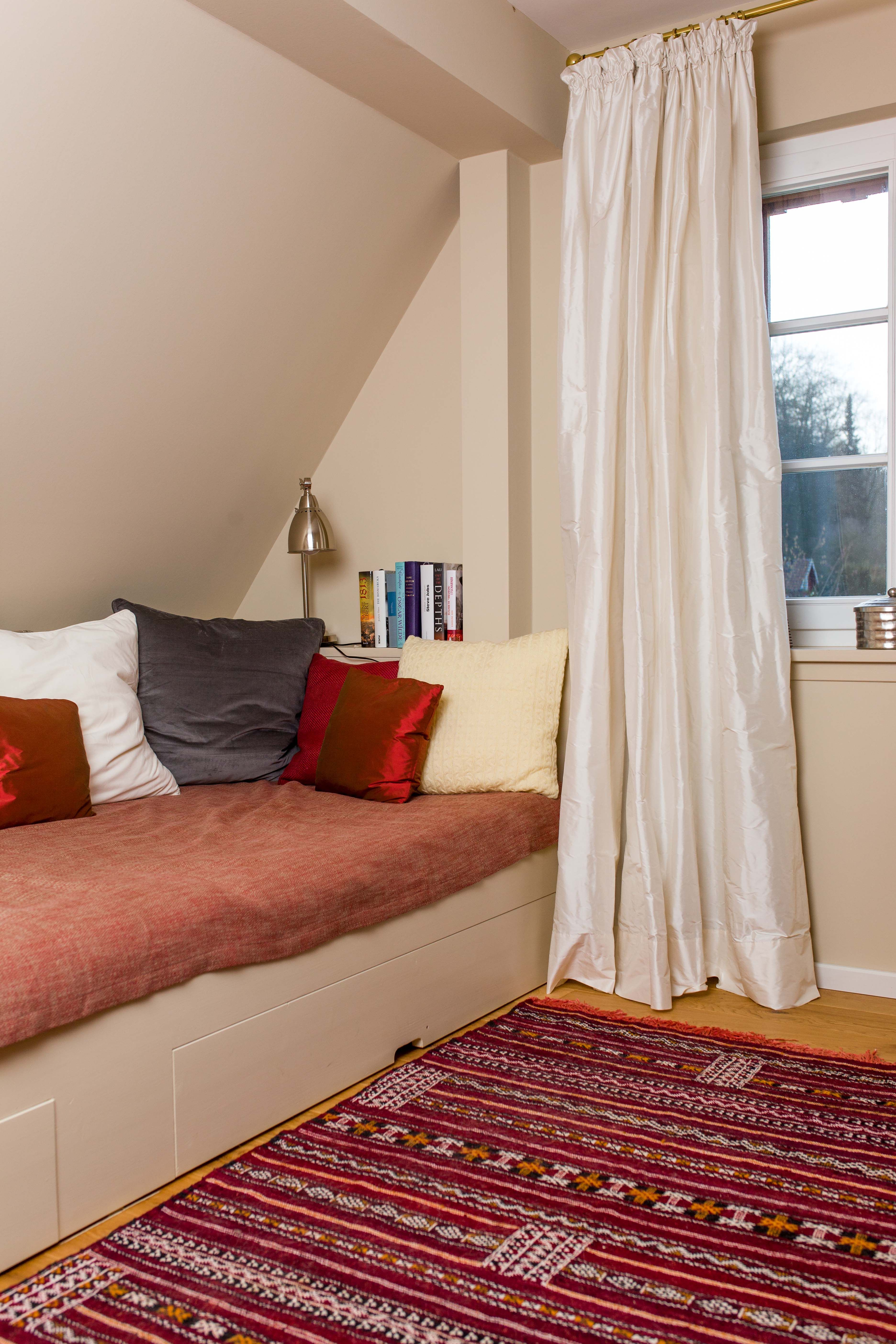 Schlafzimmer im Ton 'Ali Baba' mit passend lackiertem