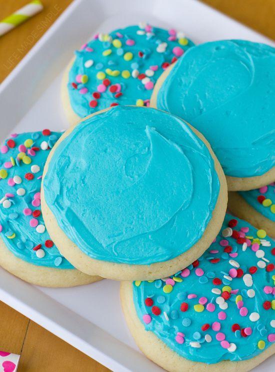 Lofthouse Style Jumbo Sugar Cookies - Life Made Simple #sugarcookies