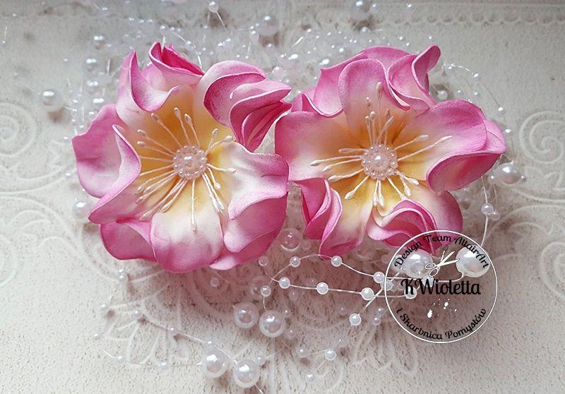 Kurs Na Kwiaty Z Zakreconymi Platkami Z Cieplego Foamiranu Foam Flowers Paper Flowers Flowers