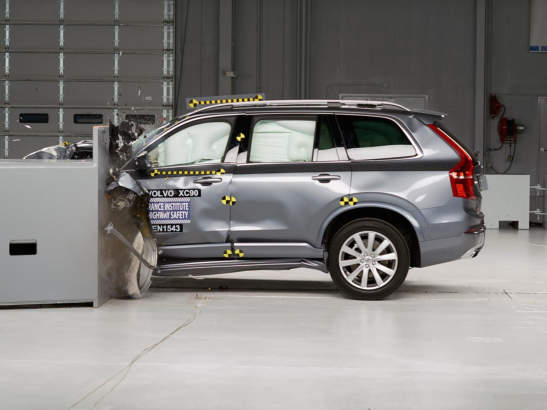 Collision avoidance tech earns volvo s an iihs top safety pick rating