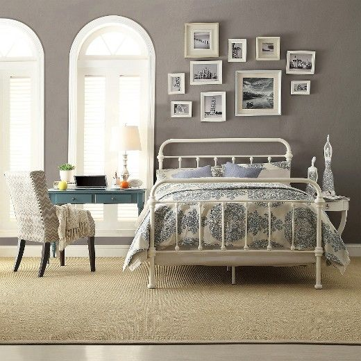 Charming Inspire Q Giselle Antique White Graceful Lines Victorian Iron Metal Bed U2013  Queen Size. This Victorian Style Frame Looks Perfect In Any Bedroom.