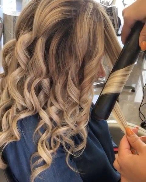 Man Braucht Nicht Immer Einen Lockenstab Oder Lockenwickler Auch Mit Dem Glatteisen Lassen Sich W Amazing Curly Hair Long Hair Styles Curls With Straightener