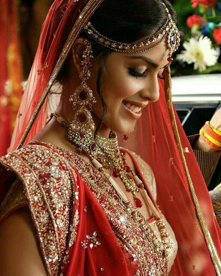 Genelia D'souza   Beautiful indian actress, Indian bride ...