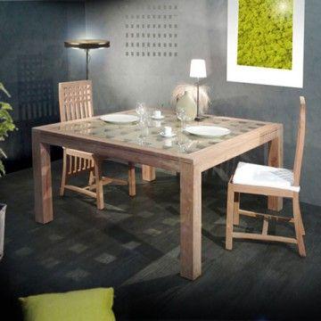 Cette table en teck 140 Kwad par Tikamoon est une table de salle à