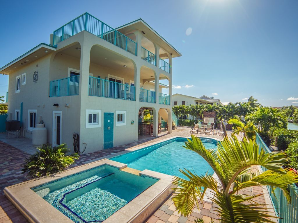 Gorgeous Coastal Home In Marathon Florida 6 Bedrooms Fab Pool Dock Outdoor Kitchen Florida Keys Vacation Rentals Country Homes For Sale Florida Rentals