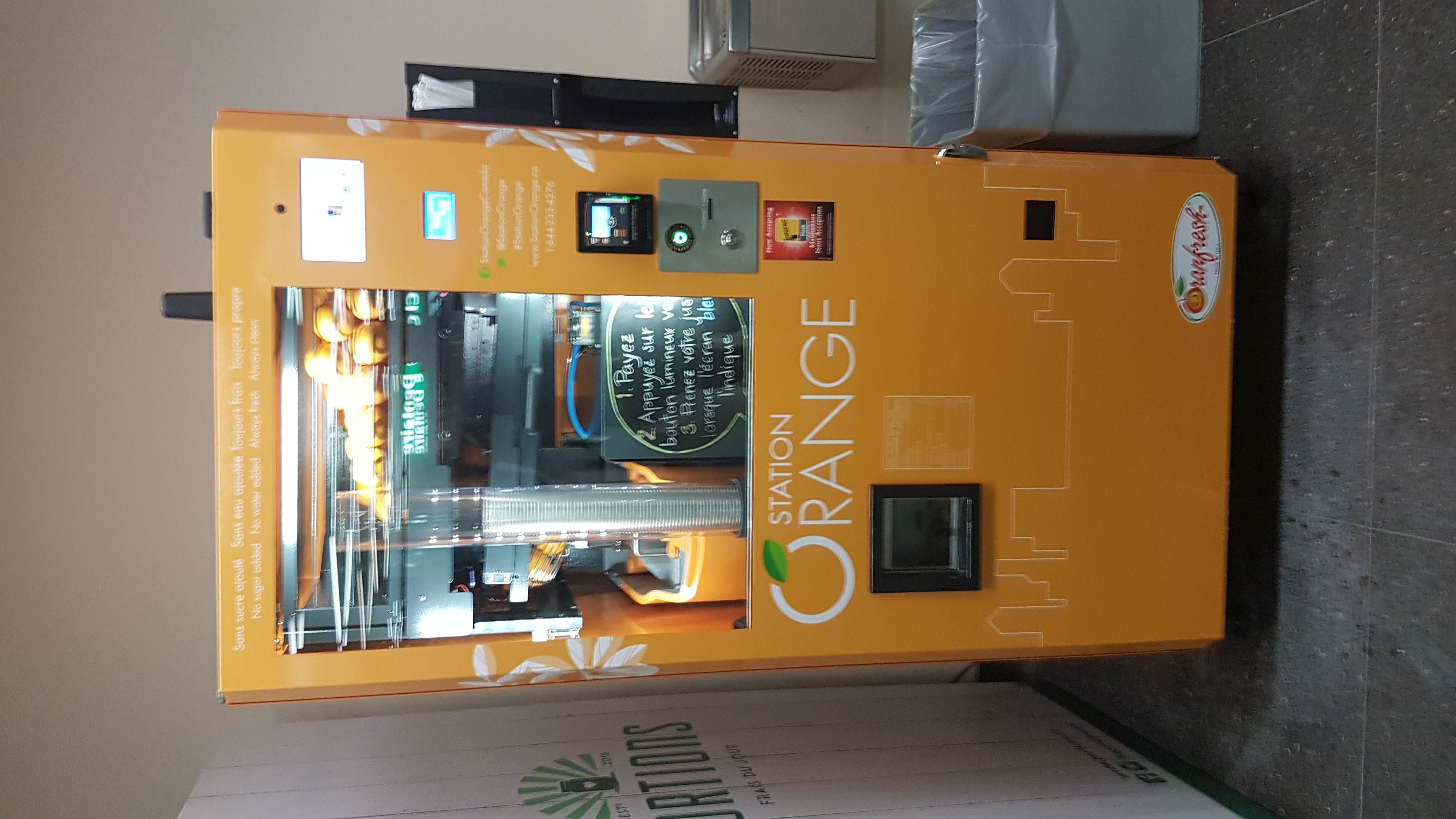 This Canadian Train Station Has A Fresh Squeezed Orange Juice