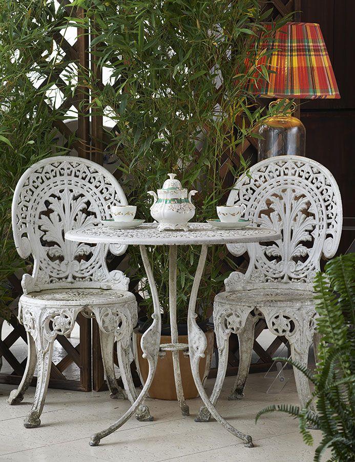 Outdoor romance - Adamesque style garden set.