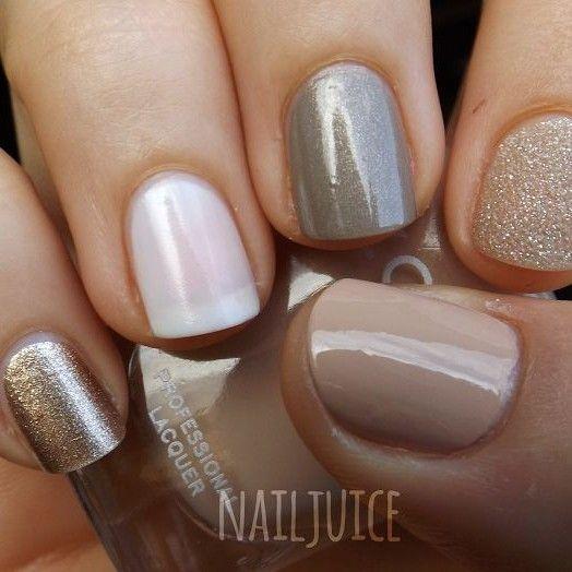 Estilosa manicura de uñas decoradas en beige, brillos dorado y en ...