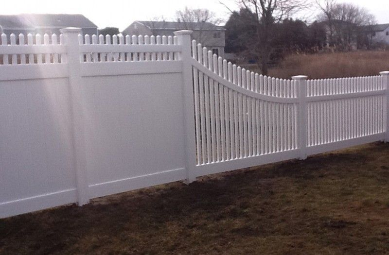 6 Foot With Top Transitioning To 4 Foot Picket Fence In Fairfield Ct Installed By A Anastasio Fence Company Backyard Fences Fence Design Vinyl Fence