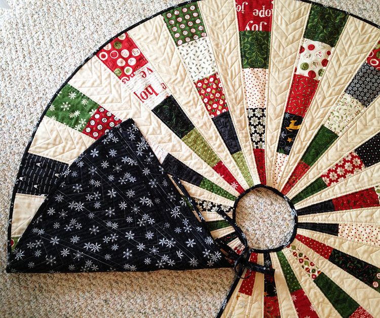 Friday Spotlight: Georgi's Most Beautiful Christmas Tree Skirt ... : quilted tree skirt pattern free - Adamdwight.com