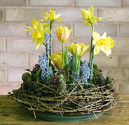 Daffodil Tulips Flower Arrangement For Easter Dot Com Women Easter Flower Arrangements Easter Flowers Flower Arrangements Simple