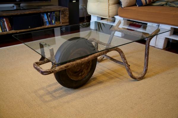 table basse brouette pratique bonne id e pinterest brouette table basse et pratique. Black Bedroom Furniture Sets. Home Design Ideas