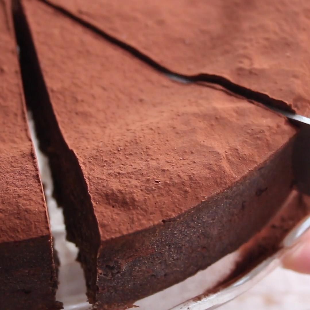 Best Ever Keto Chocolate Cake This easy 5 ingredie
